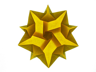 ../img/double-star-from-pentagon-backlit.jpg