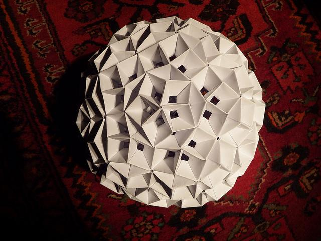 penrose-tiling-based-modular-origami.jpg